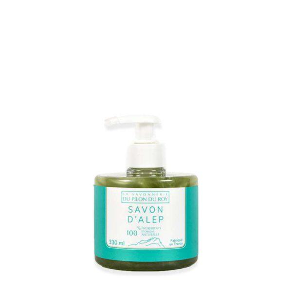 savon d'alep liquide. Notre savon liquide possède toutes les propriétés du savon d'Alep originel, avec 20% d'Acides Gras, lui conférant un fort pouvoir lavant. Délicatement parfumé à l'huile essentielle d'Eucalyptus. 99,1% d'Ingrédients Naturels