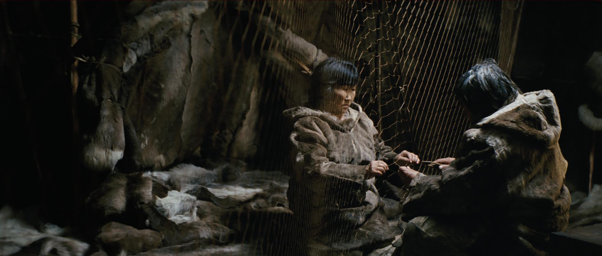 Ága _ Un film de Milko Lazarov _ La cinquantaine, Nanouk et Sedna vivent harmonieusement le quotidien traditionnel d'un couple du Grand Nord.